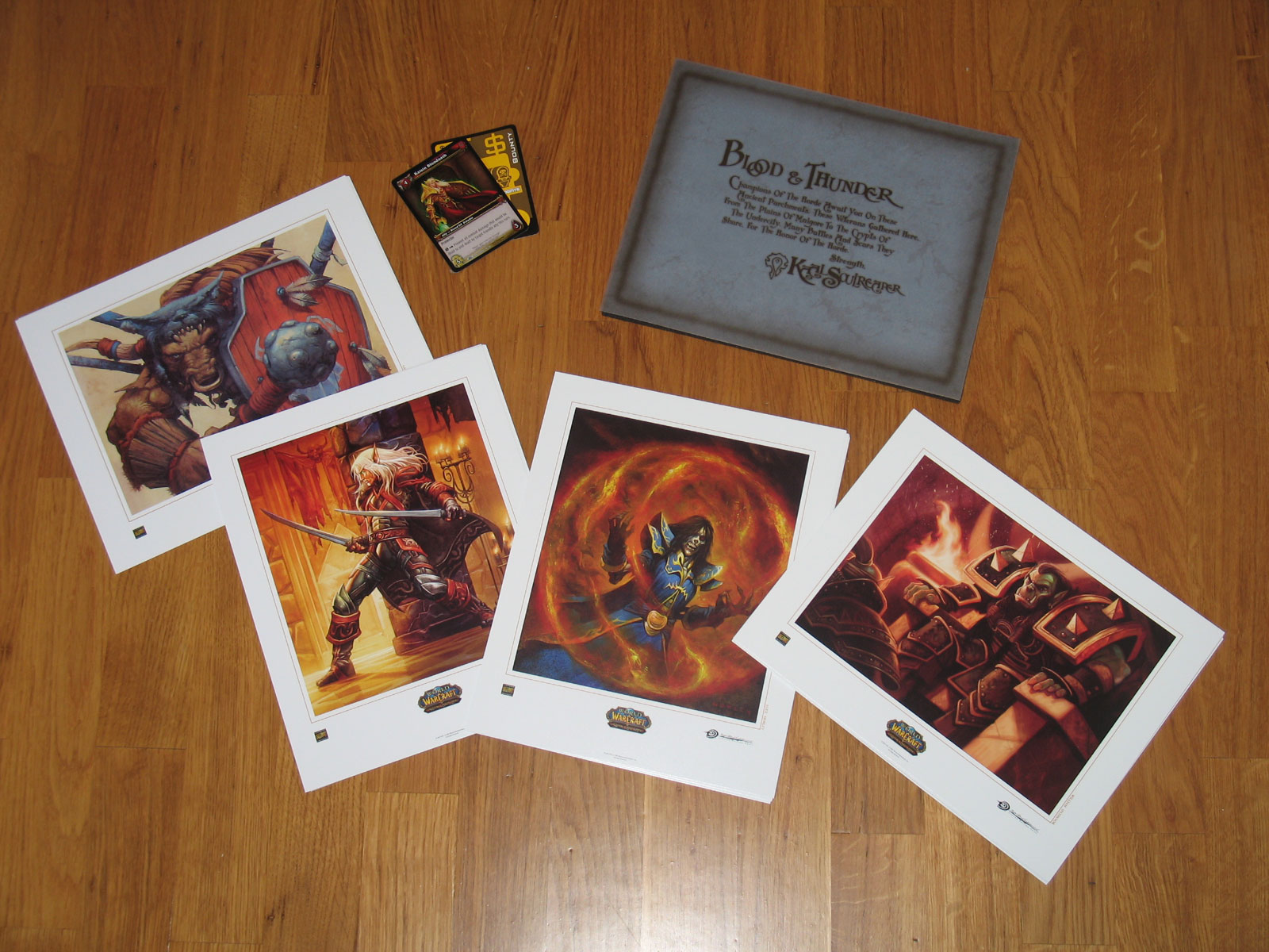 Coffret de cartes d'art Horde et Alliance du JCC World of Warcraft.